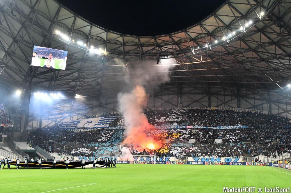 Des fumigènes au Vélodrome