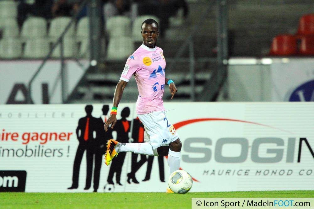 La saison Sougou était prêté à l'Evian-TG.