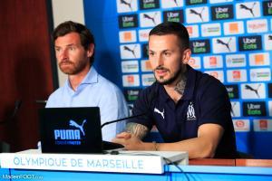 Dario Benedetto, l'attaquant de l'Olympique de Marseille, ici aux côtés d'André Villas-Boas.