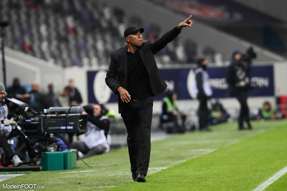 Antoine Kombouaré totalise dix-huit saisons en tant qu'entraîneur en France