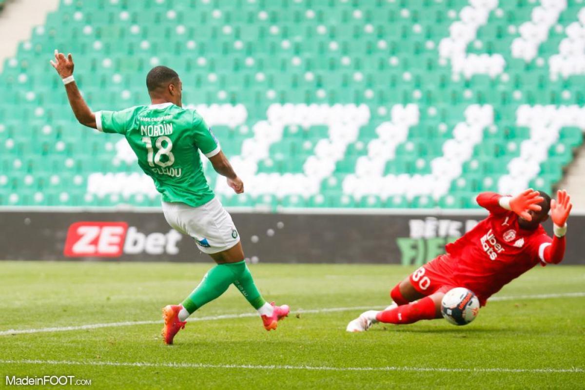 Ligue 1 - Mandanda nommé pour le titre de meilleur gardien pour les Trophées UNFP