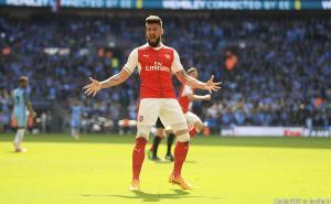 Giroud veut rester à Londres